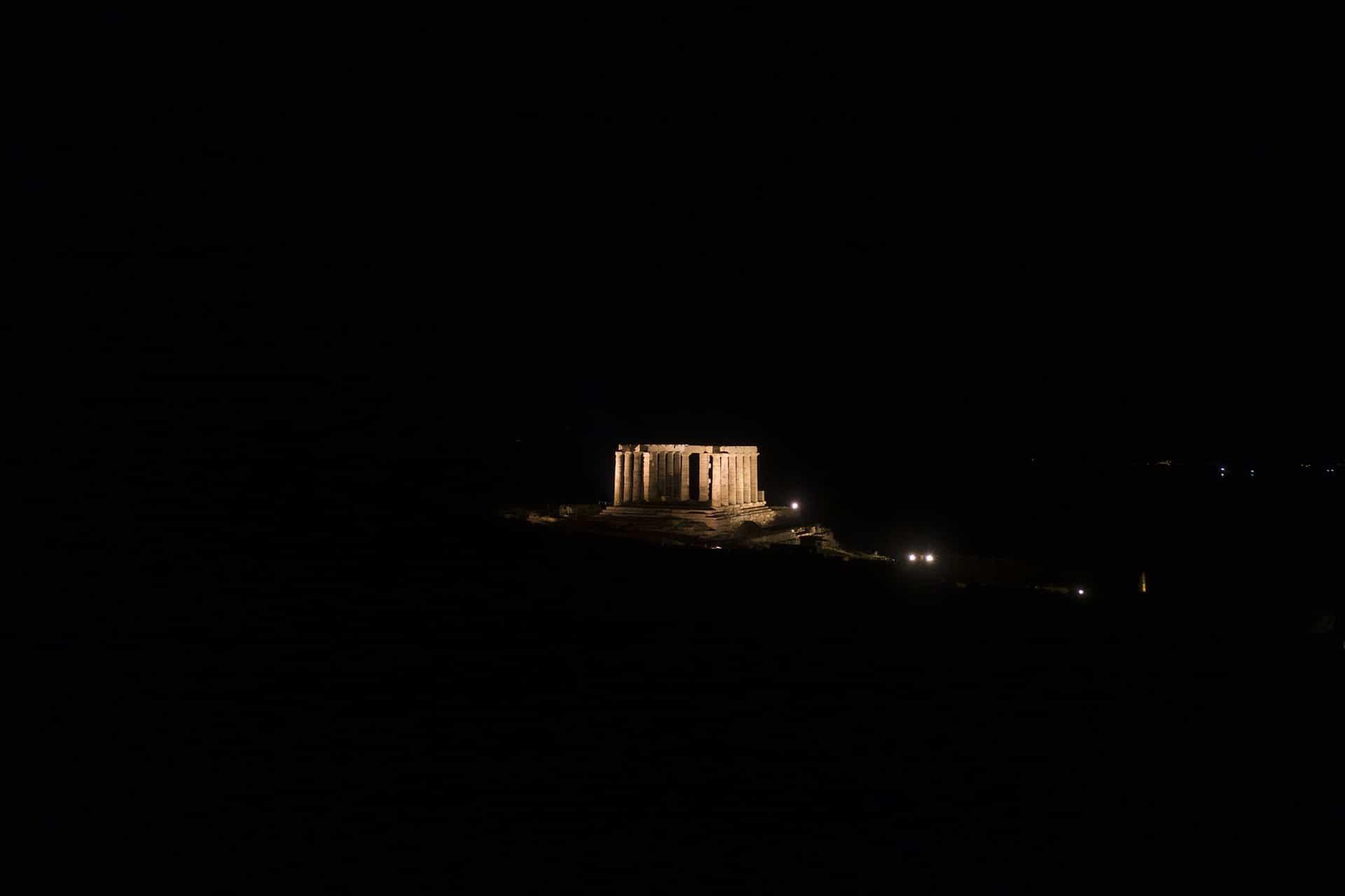 ναός του ποσειδώνα βράδυ με drone