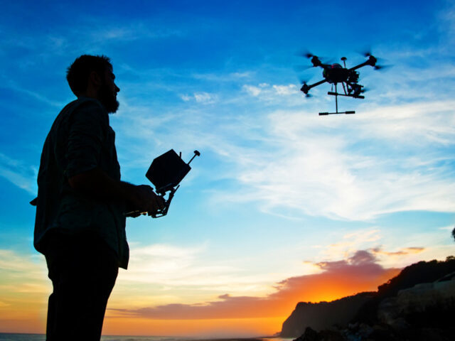 https://www.drone-photography.gr/wp-content/uploads/2020/10/Πως-πραγματοποιούμε-πτήση-με-drone-640x480.jpg