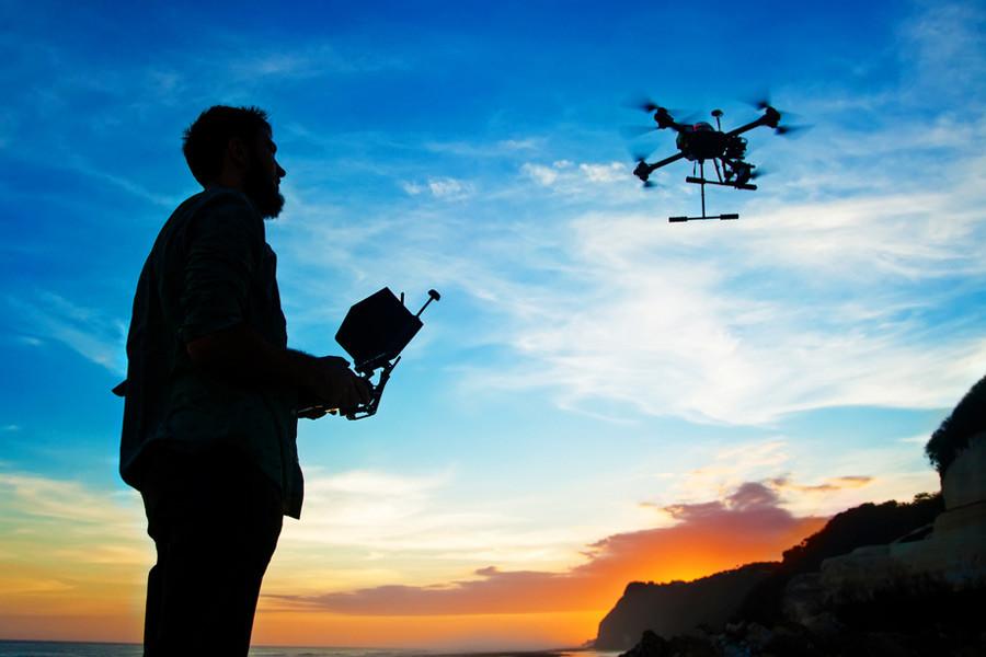 https://www.drone-photography.gr/wp-content/uploads/2020/10/Πως-πραγματοποιούμε-πτήση-με-drone.jpg