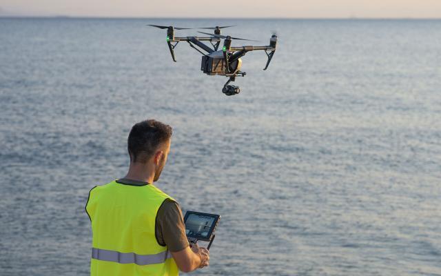 enoikiasi-xeiristi-drone